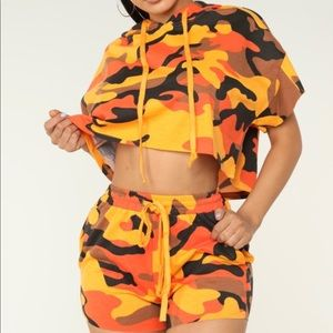 🔥Trendy Orange Camouflage Hoodie & Shorts Set🔥